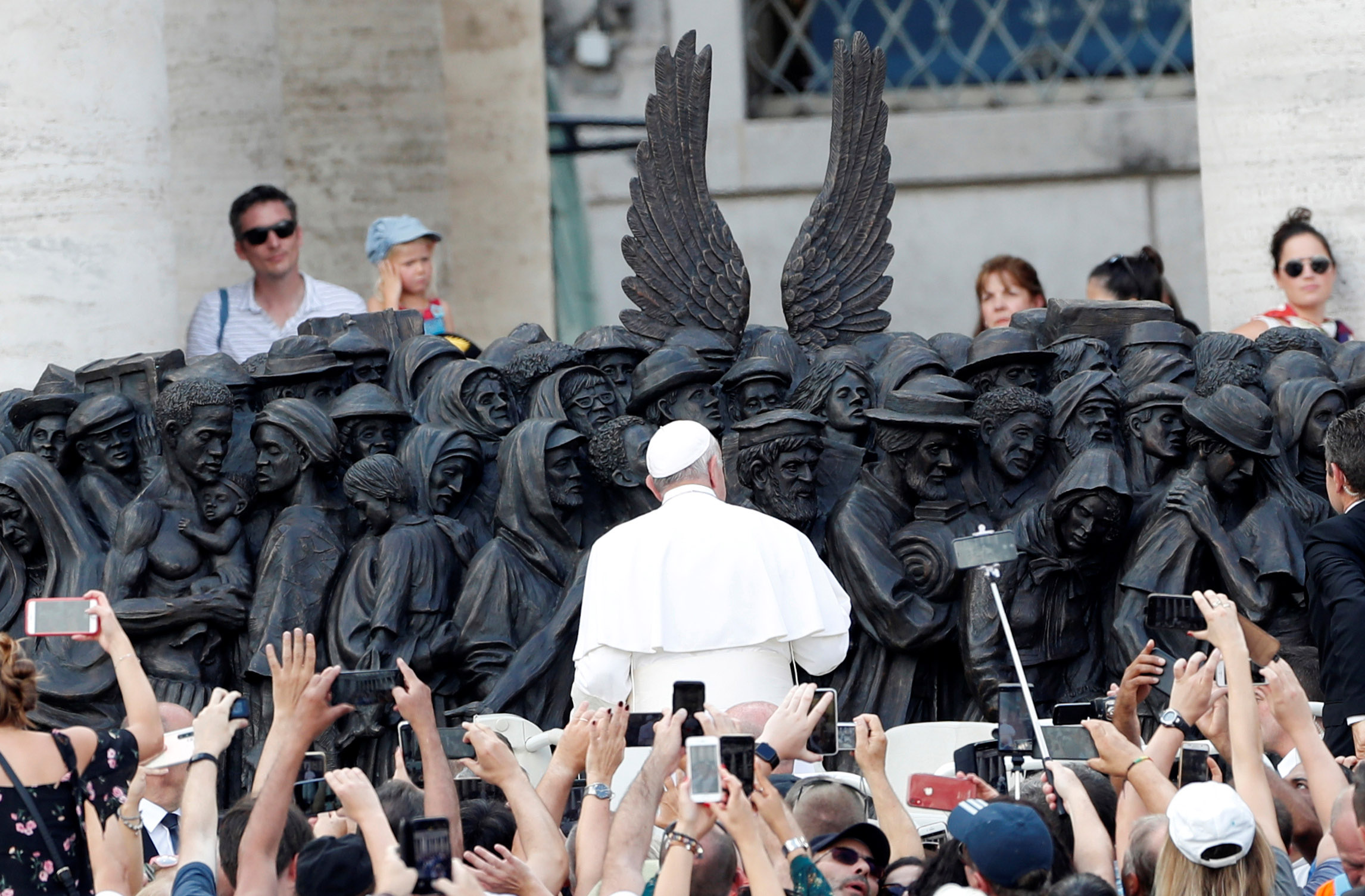 20190930T0624-542-CNS-POPE-MASS-MIGRANTS-REFUGEES