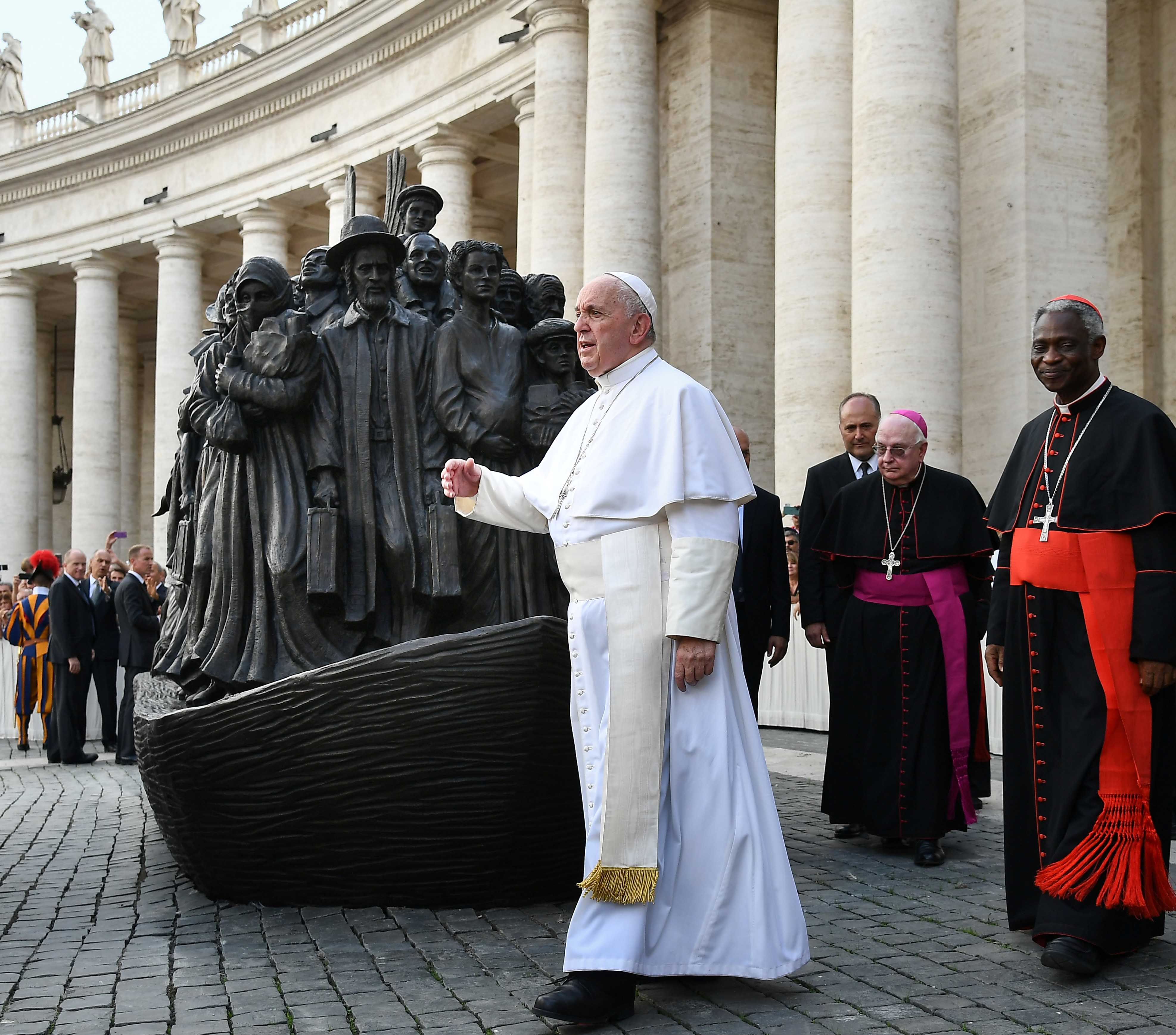 20190930T0624-548-CNS-POPE-MASS-MIGRANTS-REFUGEES