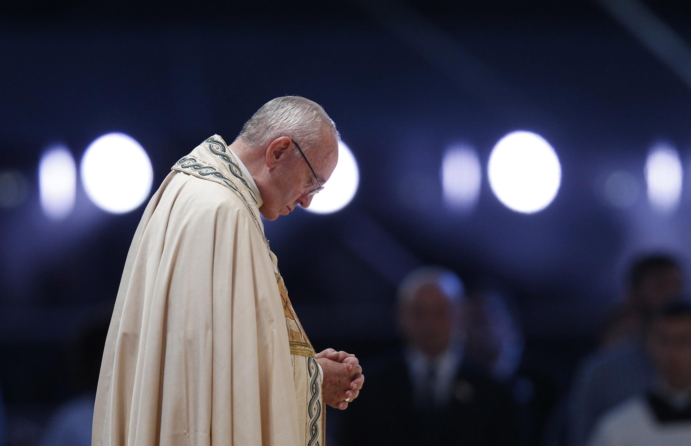 Pope prays at WYD vigil