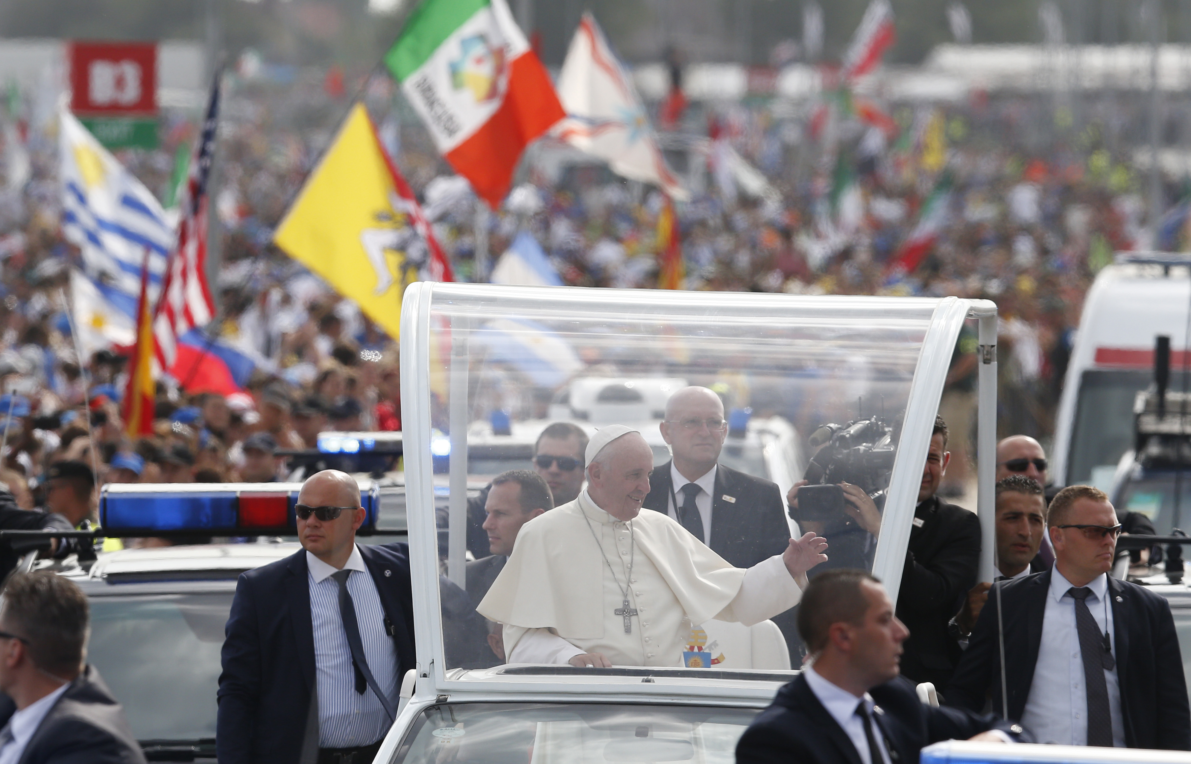 Pope arrives at closing Mass
