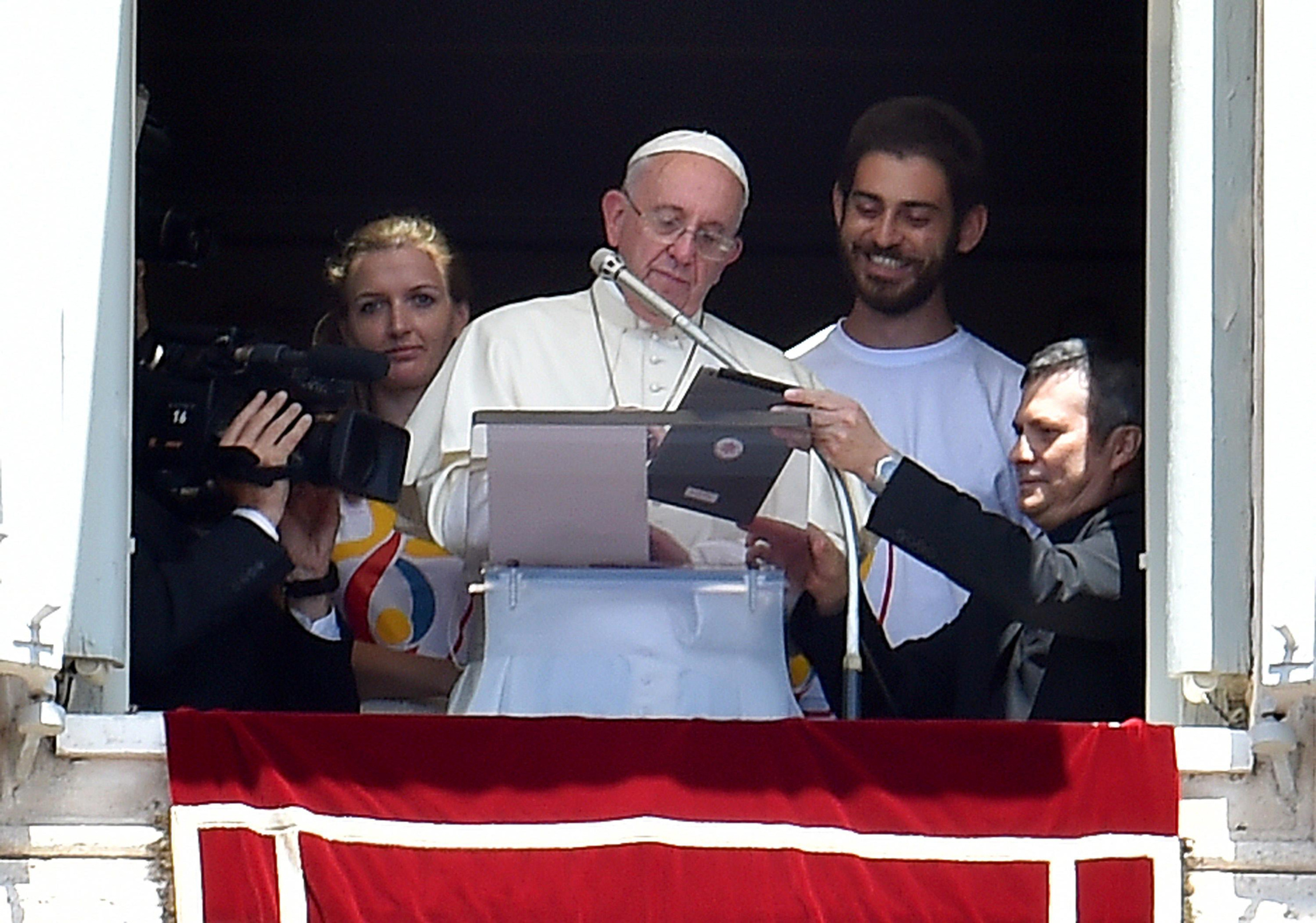 Pope signing up for WYD 2016
