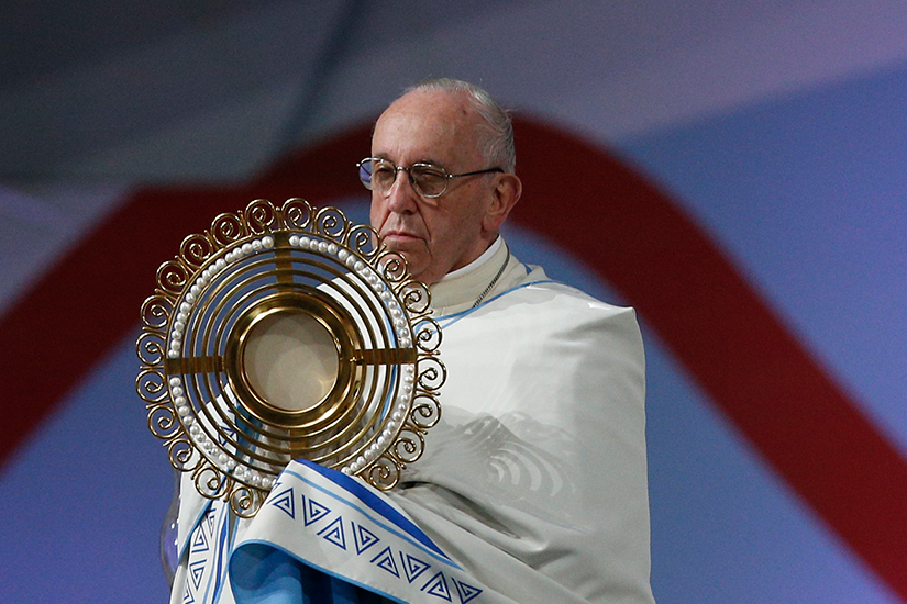 Pope exposes the Eucharist