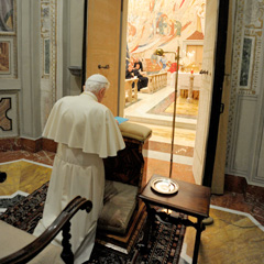 Pope Benedict XVI prays during the opening of his Lenten retreat. (CNS photo/ L'Osservatore Romano)