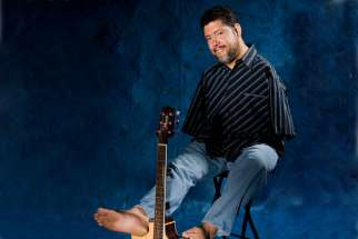 Guitarist Tony Melendez brings his message of hope to Toronto Oct. 24.