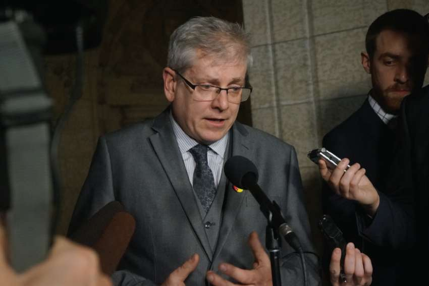 "NDP MP Charlie Angus believes Pope Francis will ""do the right thing"" and come to Canada to apologize for abuses at residential schools."