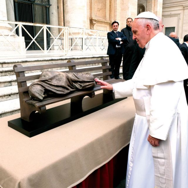 Pope Francis blesses Timothy Schmalz's Jesus the Homeless sculpture. Schmalz donated his sculpture to the Vatican Archives.