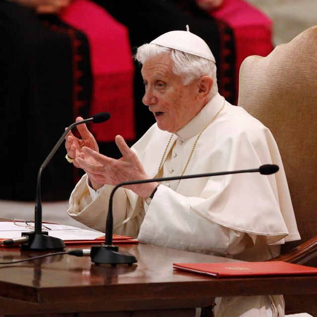 Pope considering last-minute changes to conclave rules, Vatican says