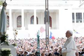 A tender gaze: Fatima trip shows Pope's respect for pilgrims' faith