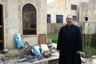 Argentine Father Luis Montes visited an Iraqi church destroyed by ISIS and posted his experience on Facebook March 24.