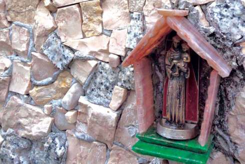 In the backyard of a retired mosaic artist in the municipality of Cavasso Nuovo, a small pocket has been carved out to house this small figurine of St. Anthony of Padua.