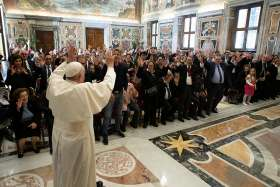 Church needs joyful disciples, pope tells young people, deaf association