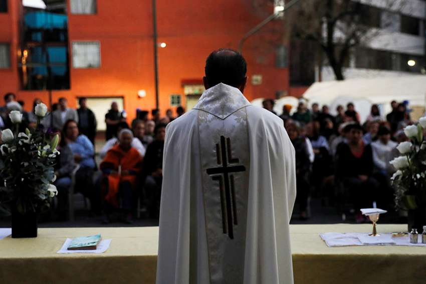 A priest in Mexico City celebrates Mass Jan. 11, 2018. The Mexican bishops' conference presented an action plan March 5 for preventing minors from sexual abuse by clergy and pastoral agents; it also addressed the cases of abuse that have occurred.