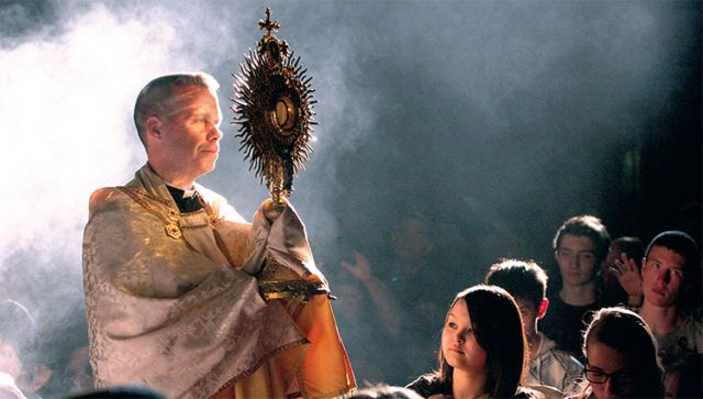 Ryerson Catholics will visit seven churches in one night for eucharistic adoration.
