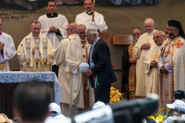 Pope Francis shakes hands with Palestinian President Mahmoud Abbas.