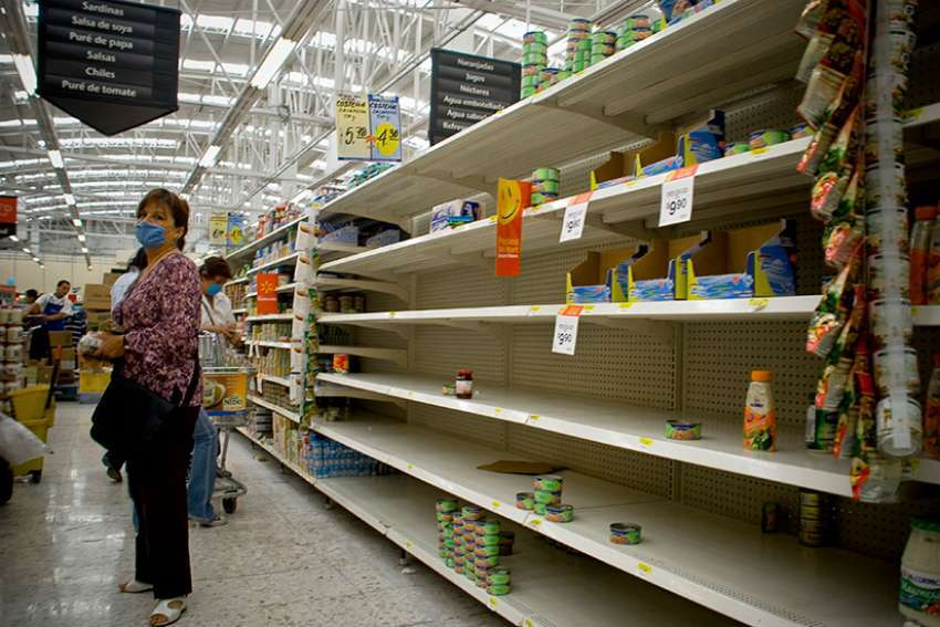 Severe food shortage as a result of Venezuela's economic crisis has brought the country's child malnutrition level to a humanitarian crisis level, says the local chapter of Caritas Internationalis.
