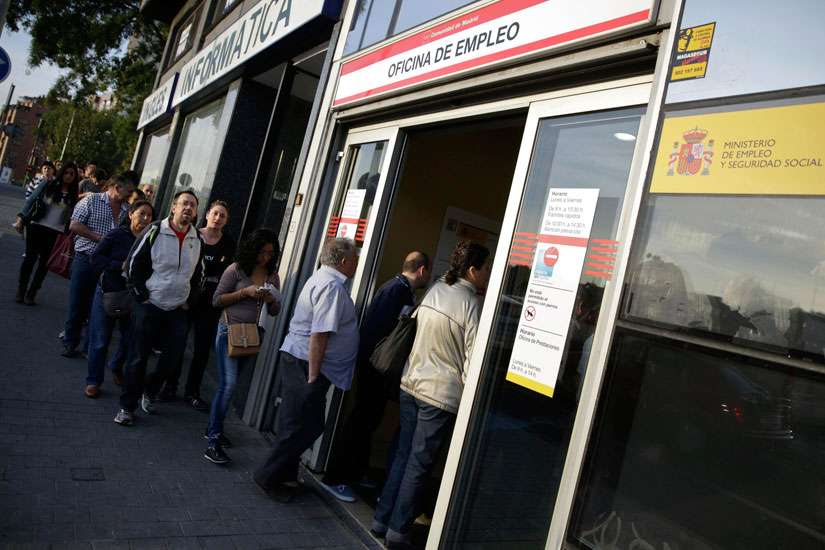 eople enter a government-run employment office in Madrid.