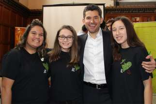SMHAC students pose for a photo with Matt Dusk  (From left: Selena Da Luz, Alyssa Albanese, Matt Dusk, Taylor Dallin)