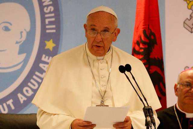 Pope Francis calls for 'globalization of charity' to protect migrants