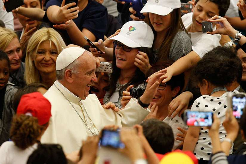 Pope Francis's Twitter messages are retweeted more than 9,900 times on his Spanish account and more than 7,500 times on his English account.