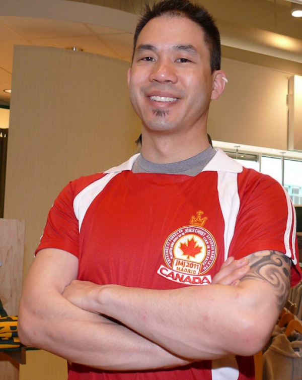 Erwin Fung designed a World Youth Day jersey with Canada's colours to identify Canadians in Madrid.