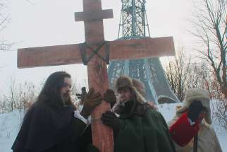 Actors portraying Montreal co-founders Paul de Chomedey, Sieur de Maisonneuve, and Jeanne Mance were among the brave souls that braved frigid weather on Jan. 6 to commemorate the erecting of a cross 375 years ago on Mount Royal in thanksgiving for saving Ville Marie from flooding.
