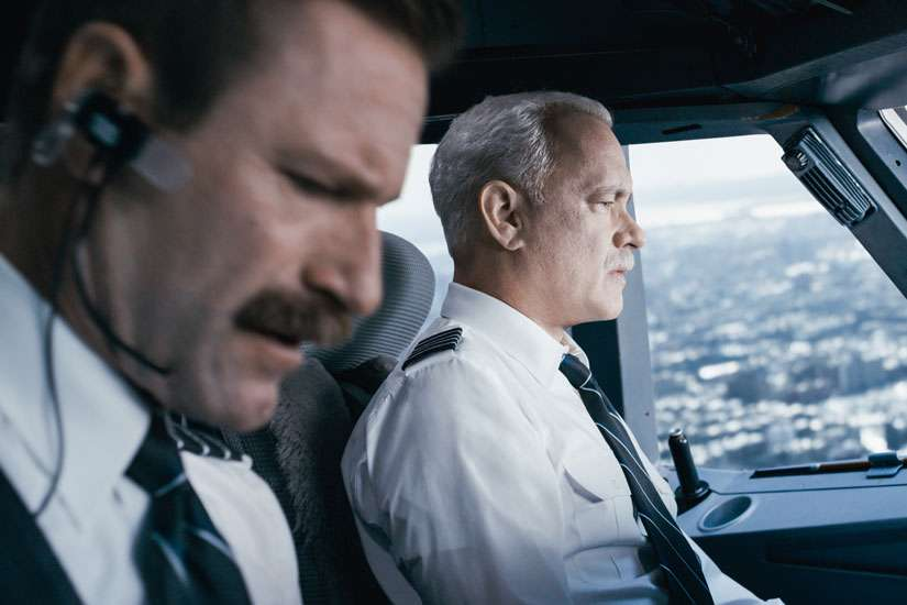 "Arron Eckhart and Tom Hanks star in a scene from the movie ""Sully."""
