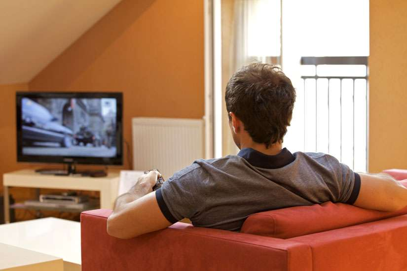 Young adults who watch TV for long periods of time with little physical activity could lead to worse cognitive functions as they go into their midlives, according to a San Francisco-based institute.