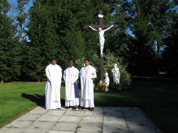 Rosarian monks bring contemplative practice to London diocese shrine