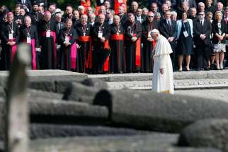 Pope pays tribute to Holocaust victims in silence, prayer