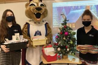 Marymount students share Christmas wishes with troops